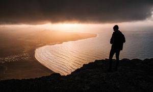 日落时分海景人物剪影摄影高清图片