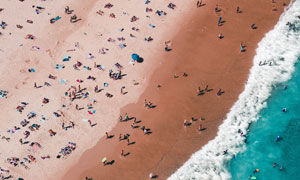 俯瞰视角沙滩浴场风光摄影高清图片