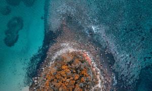 俯瞰视角海边岛礁风光摄影高清图片
