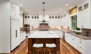 铺了地板的开放式厨房摄影高清图片