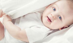 开心玩耍的可爱小宝宝摄影高清图片