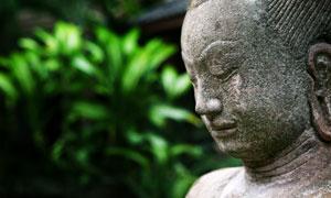 沉思状的佛教石像特写摄影高清图片