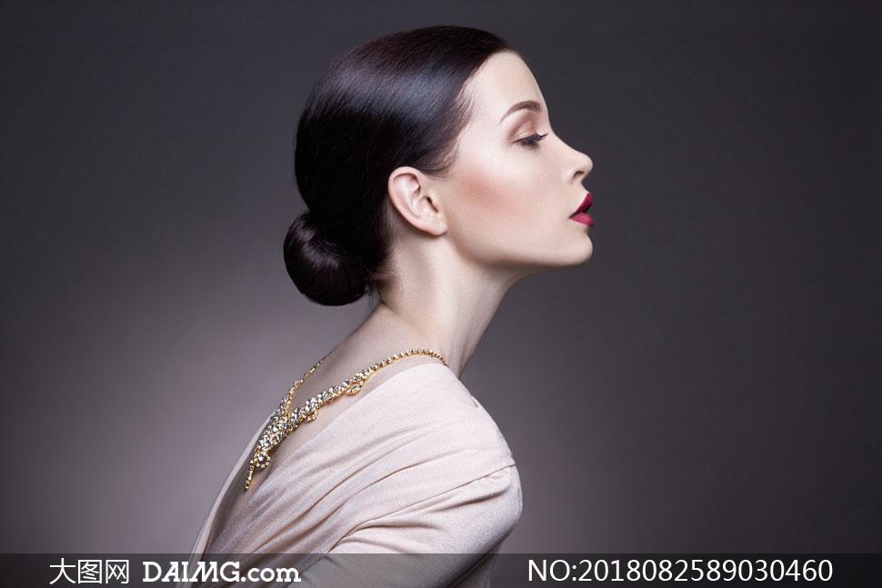 键 词: 高清摄影大图图片素材人物美女女人女性写真模特发型秀发妆容