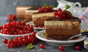 放在盘子里的蛋糕特写摄影高清图片
