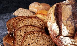 麦穗与切开的全麦面包摄影高清图片