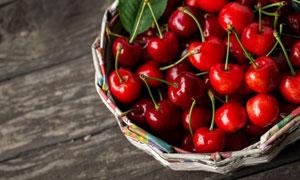 篮子里的新鲜樱桃特写摄影高清图片