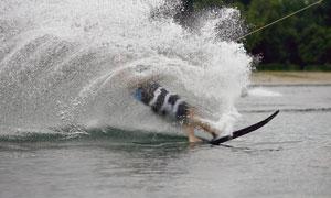 动力牵引冲浪运动人物摄影高清图片