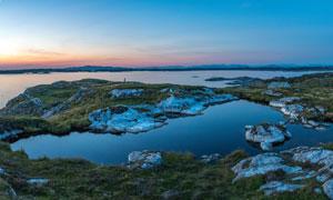 湖泊与天边的晚霞风光摄影高清图片
