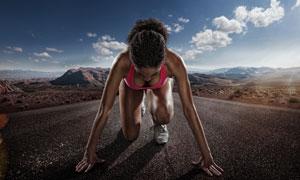 做起跑姿势的美女人物摄影高清图片
