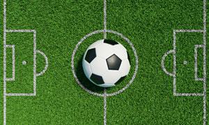 中心圈放着足球的球场创意高清图片
