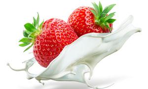 新鲜草莓与溅起的奶花创意高清图片