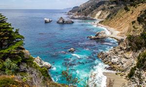 海边美丽的悬崖和礁石摄影图片