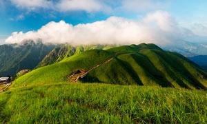 美丽的青山和云雾摄影图片