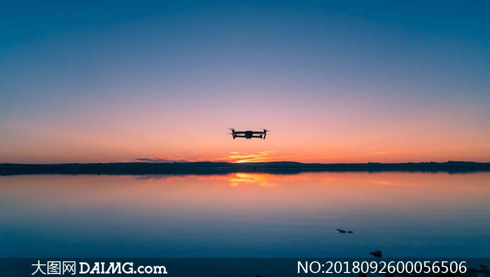 在湖面上飞行的无人机摄影图片