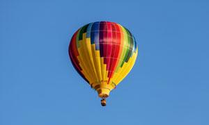 晴朗天空中多彩热气球摄影高清图片