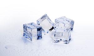 水冰冻结晶之后的冰块特写摄影图片