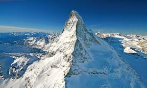 鸟瞰视角下的茫茫雪山摄影高清图片