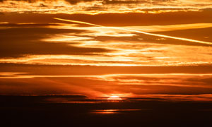 太阳快要落山时的霞光美景高清图片