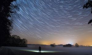 夜晚空中星轨美丽景象摄影高清图片
