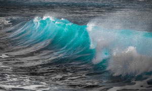 海面上卷起的波涛风光摄影高清图片