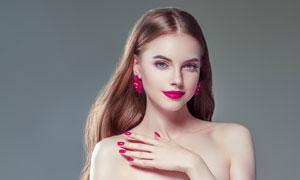 手放在左肩的长发美女摄影高清图片