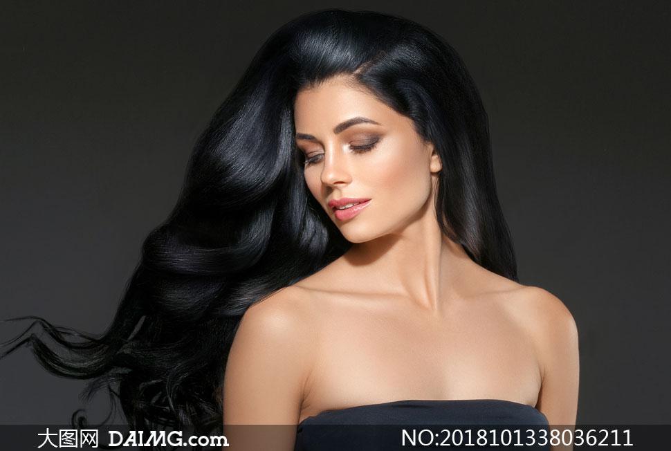 性感香肩装扮黑发美女摄影高清图片