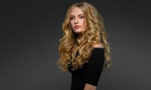 金色卷发造型美女人物摄影高清图片