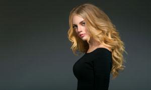 冷峻表情金发美女人物摄影高清图片
