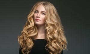 披肩金发造型黑衣美女模特高清图片
