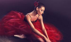 穿红纱裙的芭蕾舞美女摄影高清图片