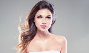 白色裹胸红唇长发美女摄影高清图片
