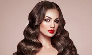 浓妆艳抹卷发美女人物摄影高清图片