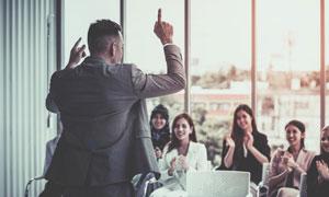 为精彩讲演喝彩的商务人物高清图片