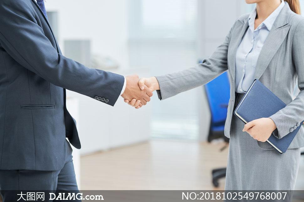 已达成合作意向的商务职场人物图片