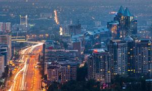华灯初上之时城市建筑风光高清图片