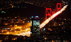 城市建筑与灯火辉煌的大桥高清图片