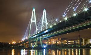 入夜后的城市大桥灯光照明高清图片