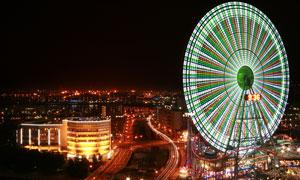 城市夜景与绚丽摩天轮摄影高清图片