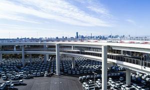 蓝天白云与汽车贸易市场等摄影图片