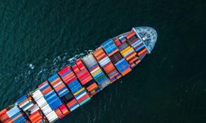 平稳航行在海上的轮船摄影高清图片
