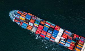 海上的集装箱货船鸟瞰摄影高清图片