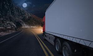 即将过山岭隧道的货车摄影高清图片