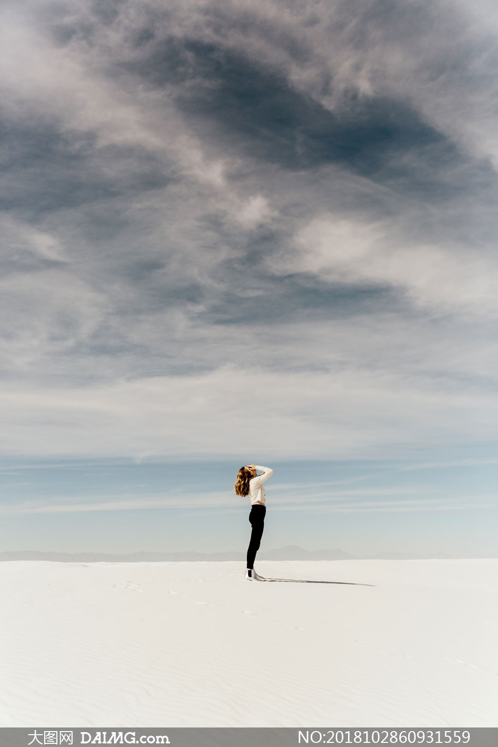 cc0; 关 键 词: 高清摄影大图图片素材自然风景风光人物侧面海边海水