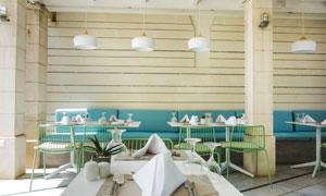 整齐布置的西餐厅内景摄影高清图片