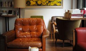 房间内的沙发桌椅摆设摄影高清图片