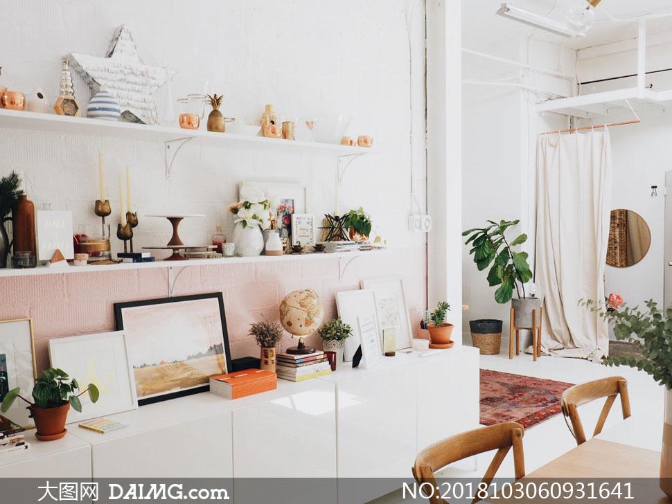 室内内景陈设布置近景特写家具桌椅桌子椅子植物绿植绿叶装饰品画框装