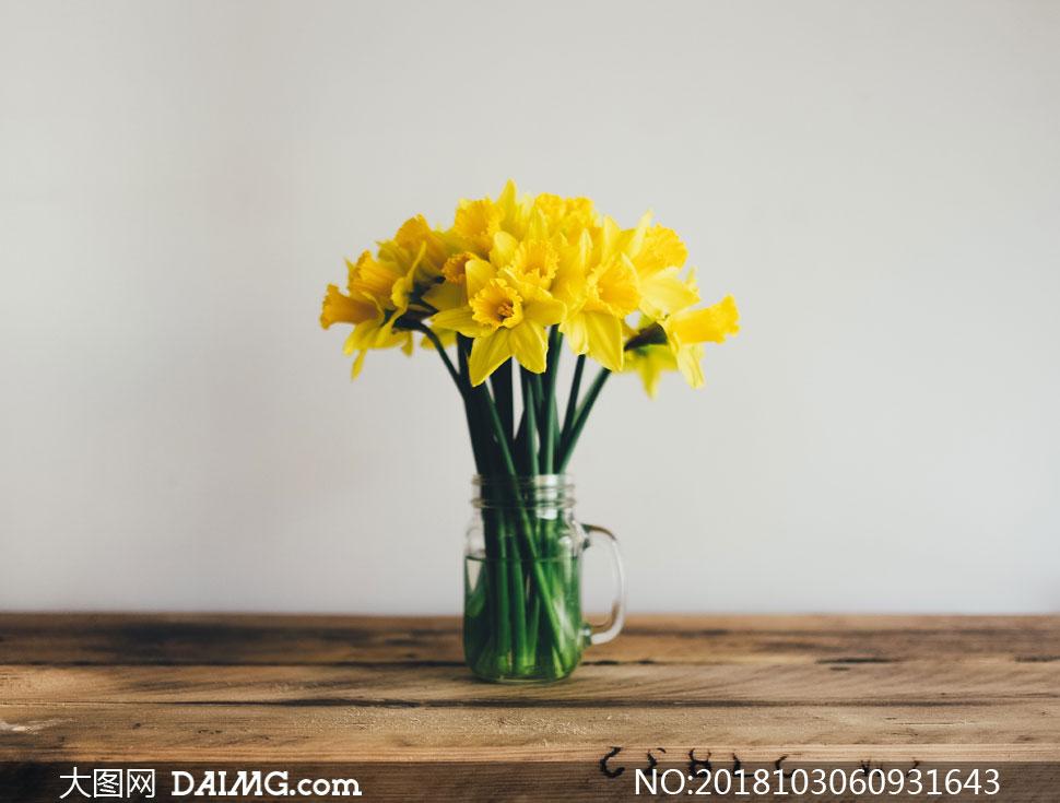 关 键 词: 高清摄影大图图片素材室内内景陈设布置近景特写花朵鲜花