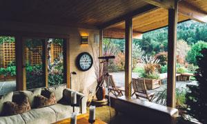 被树木环绕的住所房间装修效果图片