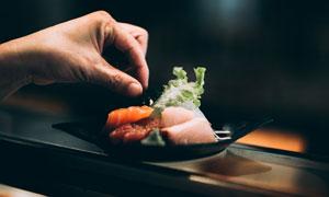 盘子上的美食物品特写摄影高清图片
