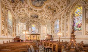 宽敞教堂内景灯光照明摄影高清图片